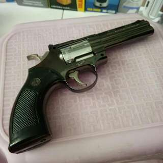 Korek Api Bentuk Revolver