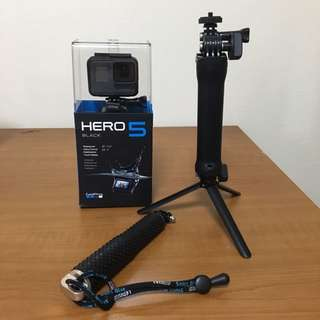 Go Pro Hero 5 Black + Tripod + Selfie Stick + 32gb Micro SD Card