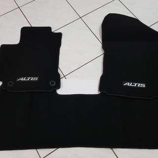 Toyota Altis  原廠腳踏墊(全新)