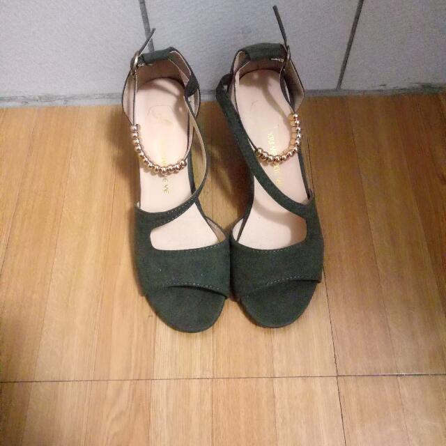 墨綠色綁帶高跟鞋