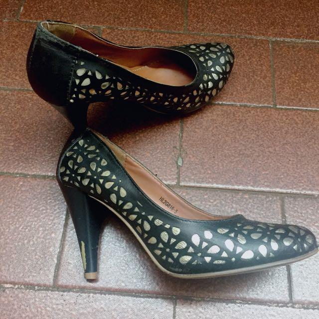 Amante Black N Gold Heels