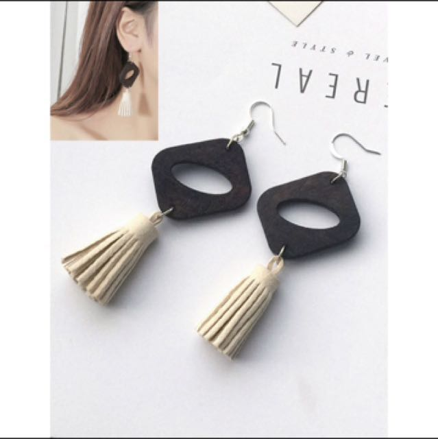 Anting Wood Tassel