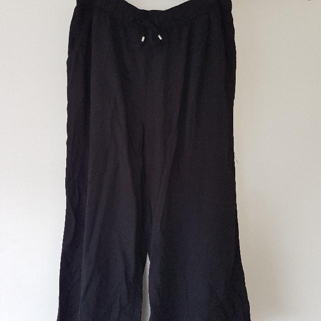 Black 7/8 Flowy Pants