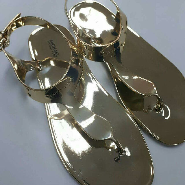 b87103d54d2 BNWOT Michael Kors MK Plate Jelly Thong Sandals Size 10M in Gold ...