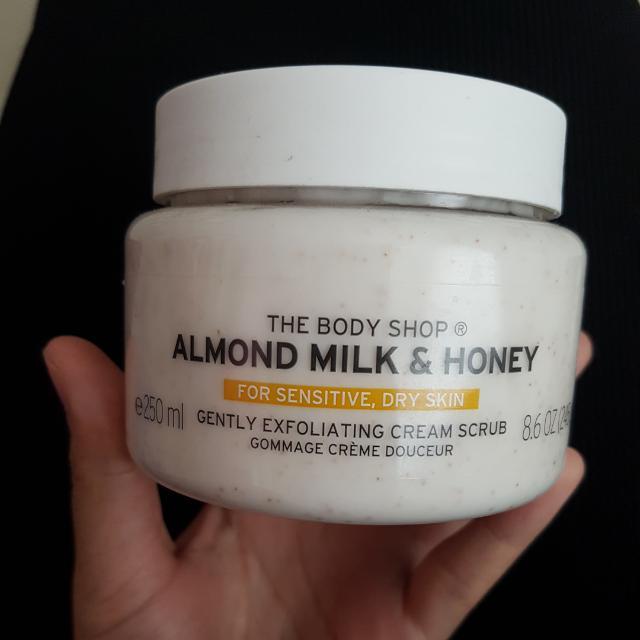 Body Shop Almond And Honey Cream Scrub