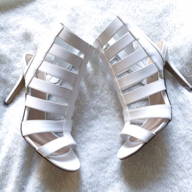 Breckelle's Cut-out Heels