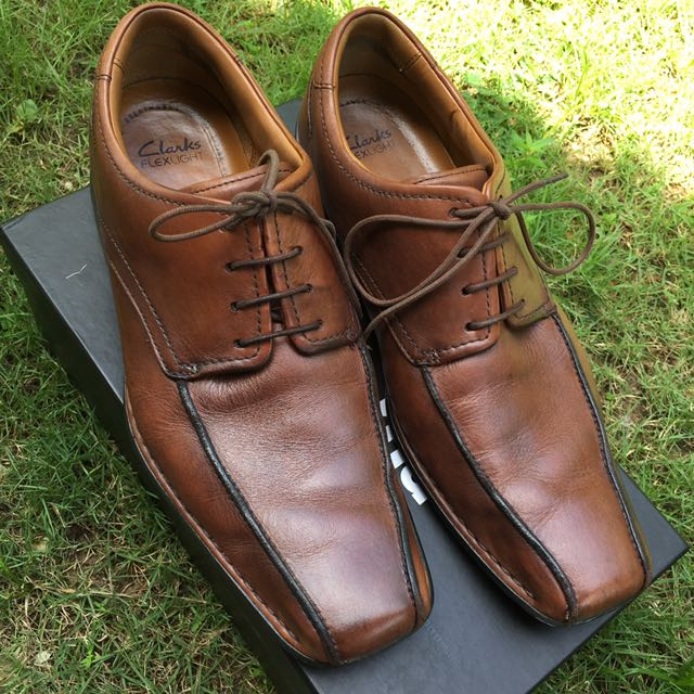 a5173f762e4c2 Clarks Flexlight Brown Leather Shoes UK9 G, Men's Fashion, Footwear on  Carousell
