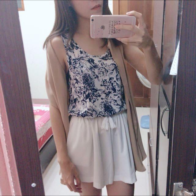 杏色罩衫+青花瓷上衣/白色短褲F