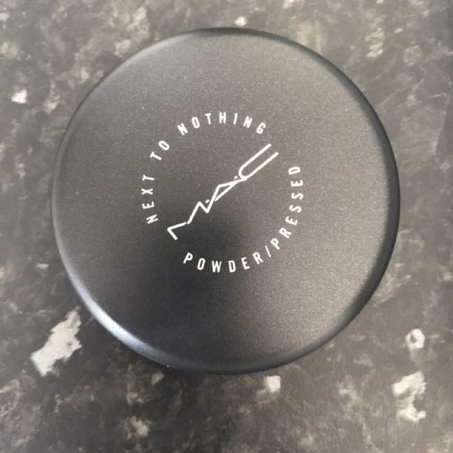 MAC NEXT TO NOTHING FACE POWDER