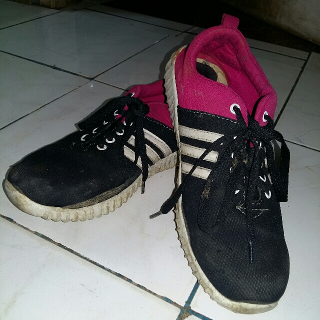 [Preloved] Sepatu Adidas Yezzy Pink Hitam