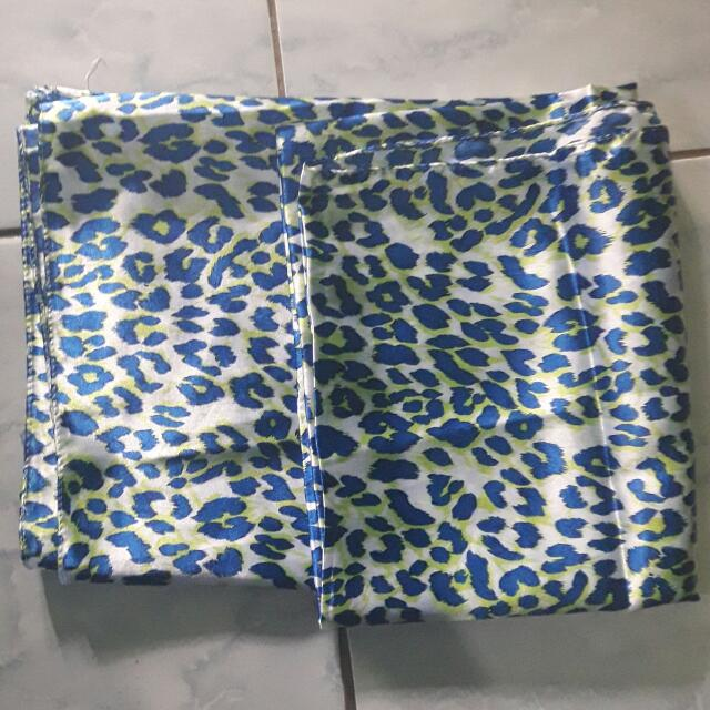 Segi Empat Motif Leopard Blue
