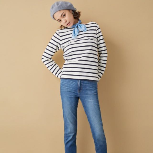 e56c9cfc0d Uniqlo Striped Boat Neck Long Sleeve T-Shirt (Off-White), Women's Fashion,  Clothes, Tops on Carousell