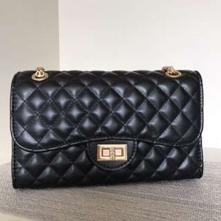 Cute Black Bag With Adjustable Chain