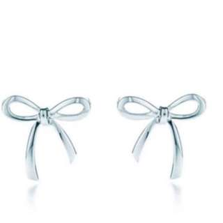 Large Bow Studs