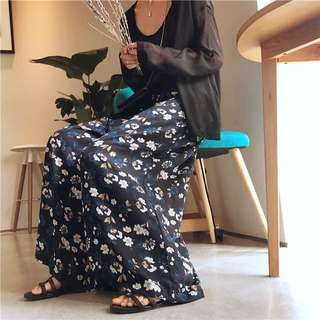 『雪紡印花優雅寬鬆度假感九分褲裙。紅花 藍花2色』
