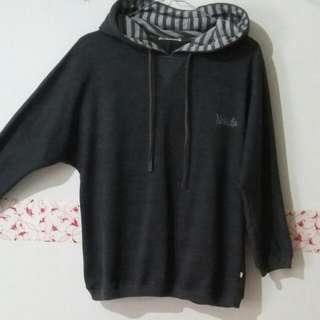 Sweater Abu Tua Nevada
