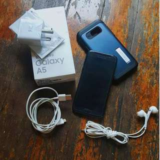 Preloved Black Samsung A5 (2017) with Complete Accessories + Freebies (NEGOTIABLE) MINT CONDITION