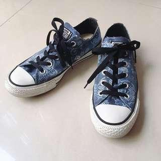 Converse 藍底白花
