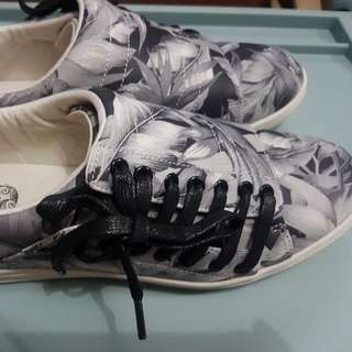 Bench Shoes