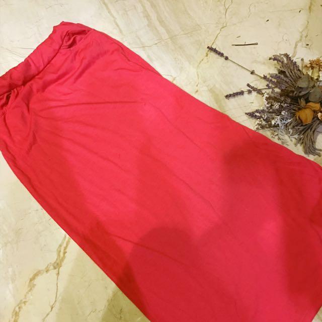桃紅色窄身長裙