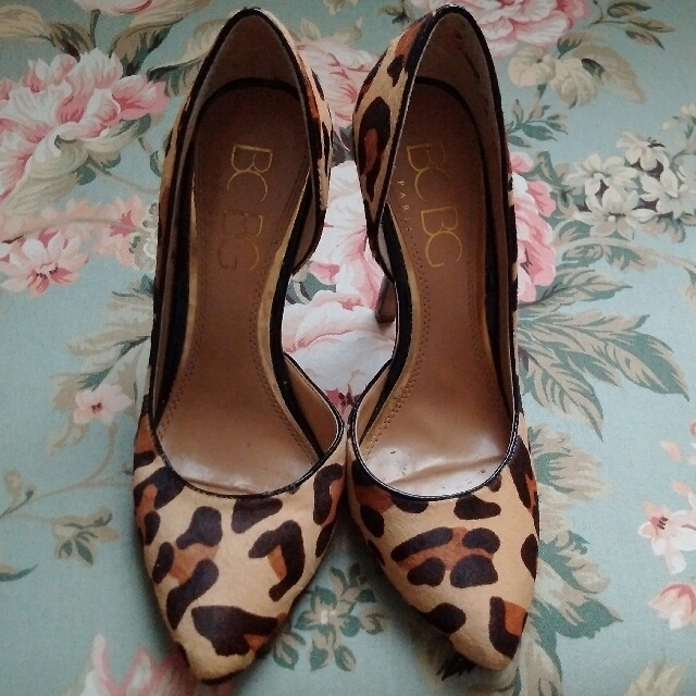 BCBG Paris Leopard Pony Hair D'Orsay Pumps - sz 6