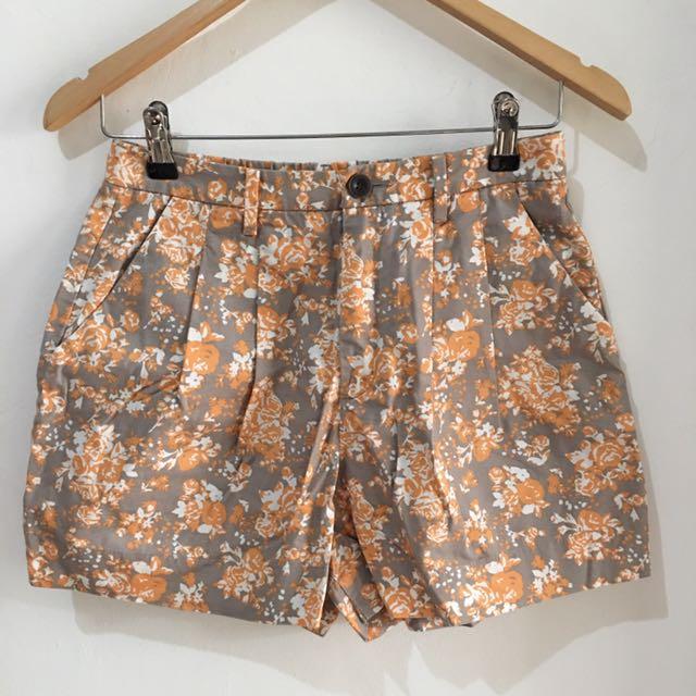 Celana Pendek Orange Flower Uniqlo