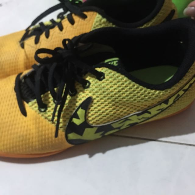 e826cbc0a COMFORTABLE NIKE FOOTBALL SHOES FUTSAL
