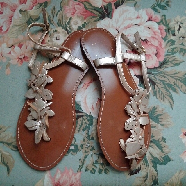 GAP Metallic Floral Leather Sandals - sz 6
