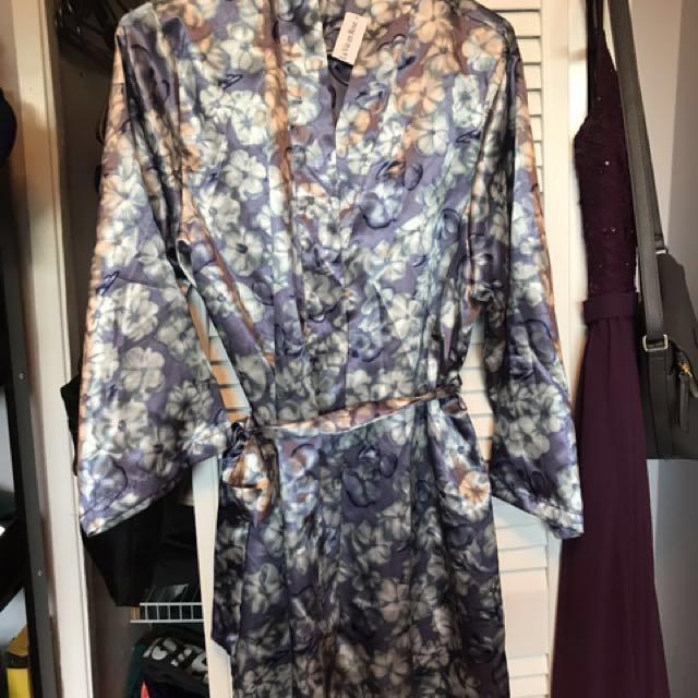 Le Vie En Rose Kimono/robe (size S)