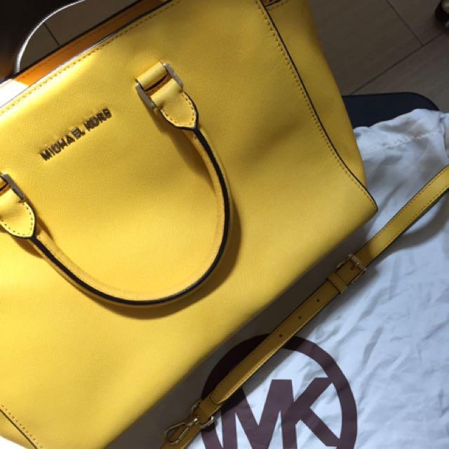 f613721c4967 Michael Kors Yellow Selma Tote Bag, Fesyen Wanita, Beg dan Beg Duit ...