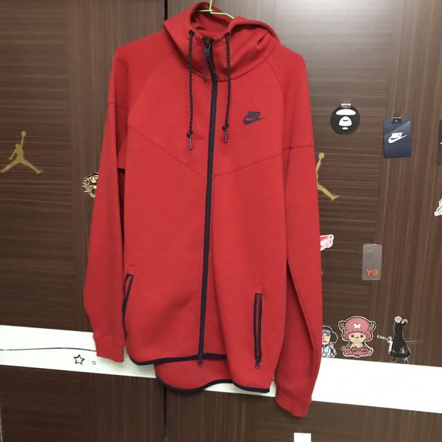 Nike科技棉外套