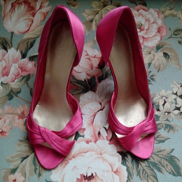 Nine West Fuschia Satin pumps - sz 6