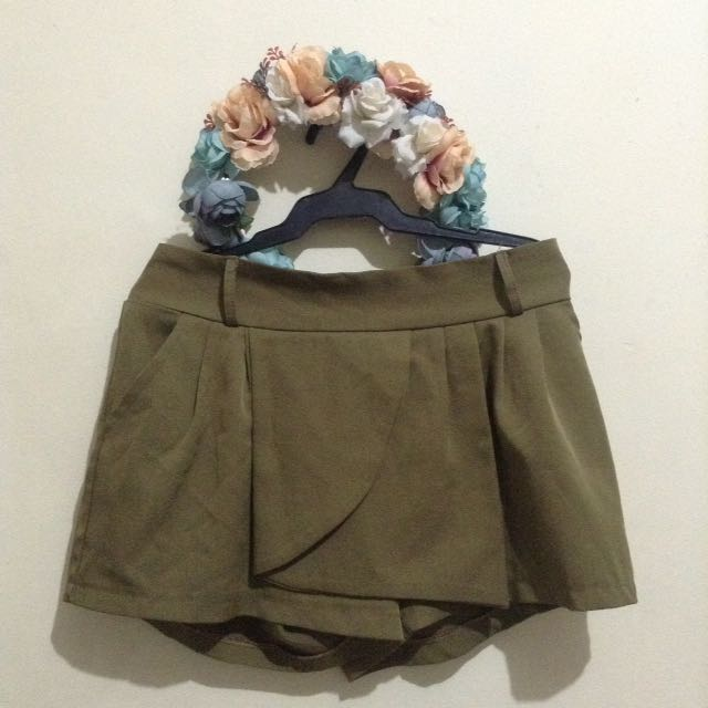 🌷Olive Green Origami Shorts