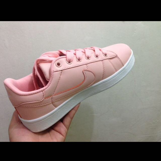 Onhand: NIKE Sneakers Low Cut for Women