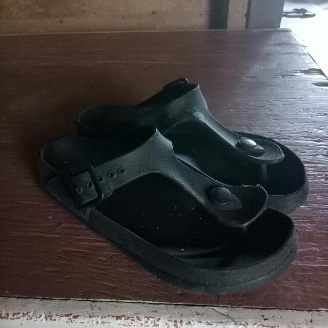 Preloved Slippers Size 6