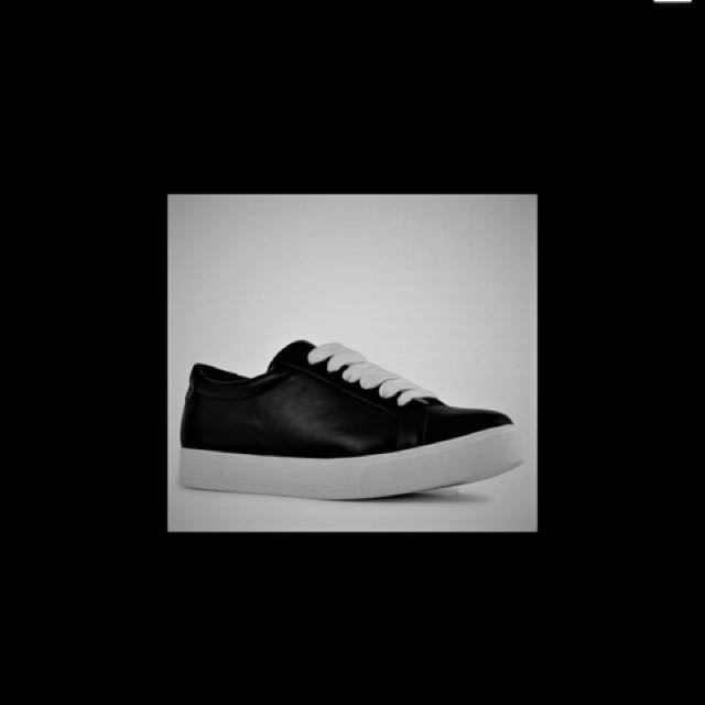 New Siren Shoes Sneakers Size 6 Black