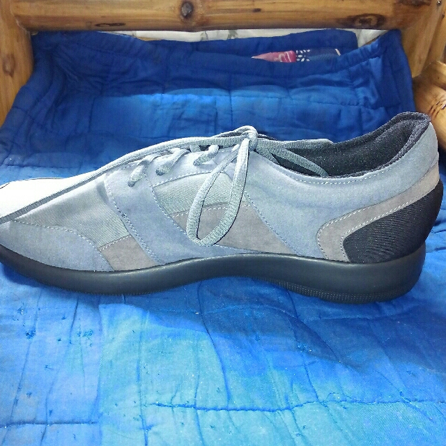 STORE PULL OUT MEN'S SHOE