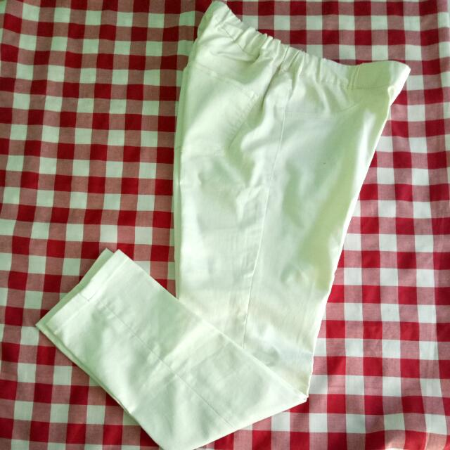 Uniqlo Cropped White > turun harga