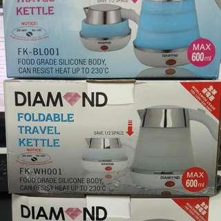 香港 Diamond旅行裝摺疊式迷你矽膠電熱水壺600ml。重量0.7 kg. 三種顏色:藍色/紫色/白色。國際電壓: 100-240V