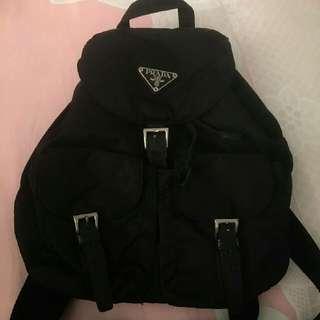 Prada黑色後背包