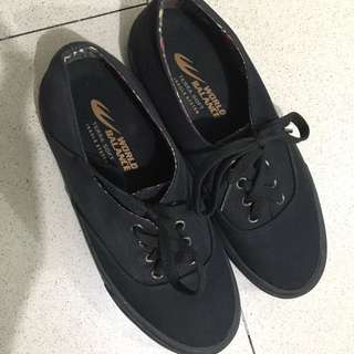 World Balance Black Shoes 7