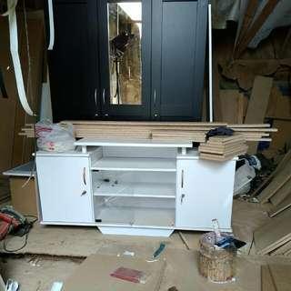 Meja TV Undak Putih