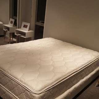 Second Hand Queen Bed