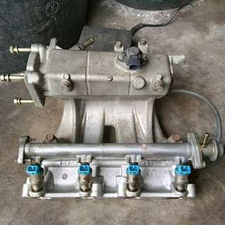 Fuel Injector With Fuel Rail