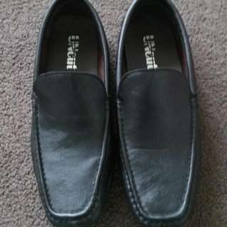 Mens Black Slide On Shoes With White Soles (Size 9)