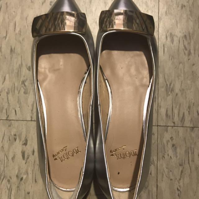 $800。35號平底包鞋