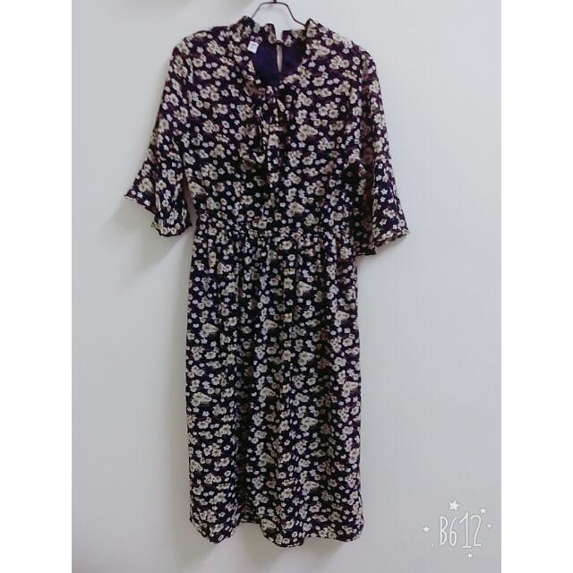 黃花藍底五分袖長裙