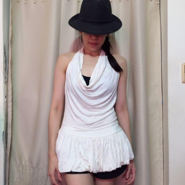 白色露背洋裝