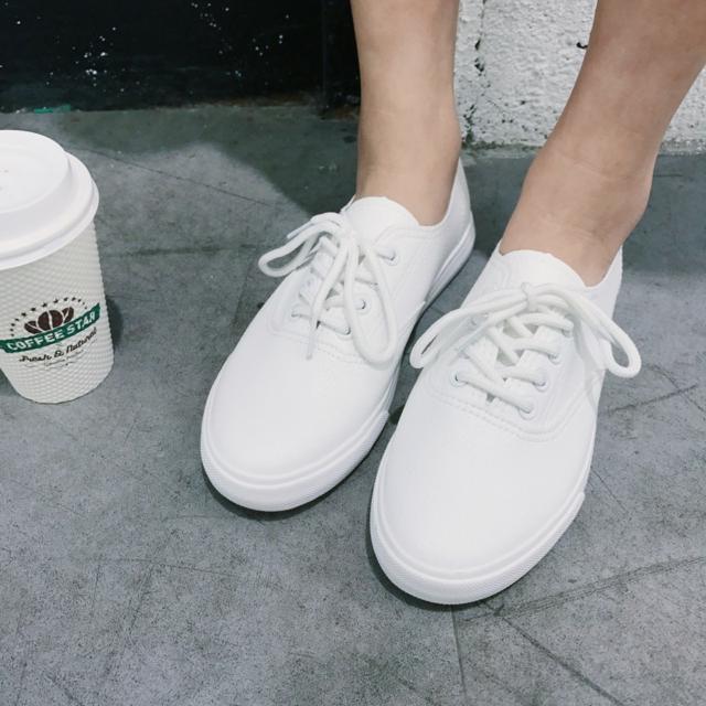 皮質白鞋 Cp值超高,超好搭配 一雙只要299 兩雙500啦~~快揪團團購囉~~‖‖‖‖