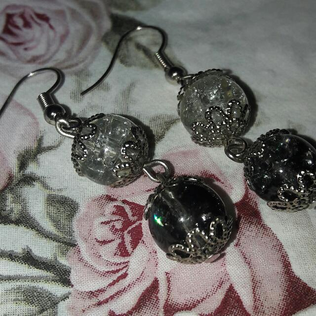 Anting Black And White